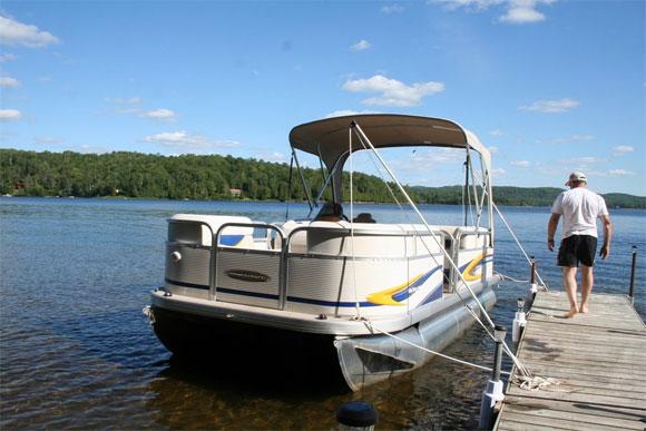 Lac Cameron, Québec, boat