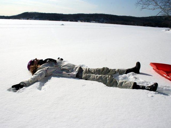 Lac Cameron, Québec, snow angel